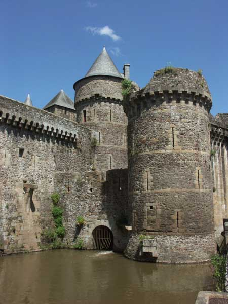 Chateau de fougeres xiiie xve siecle adresses for Horaire piscine fougeres