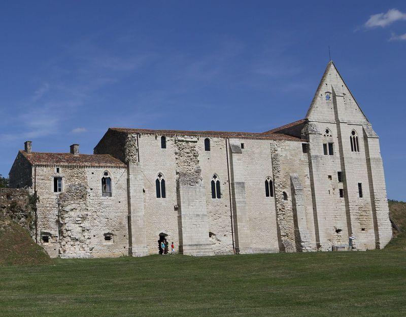 Abbaye de maillezais xie xvie si cle adresses - Abbaye de citeaux horaires des offices ...